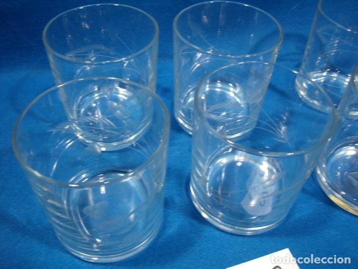 Antigüedades: Juego Whisky cristal tallado a mano 12 vasos y cubitera de VG Italia, años 80 Nuevo sin usar. - Foto 10 - 249550250