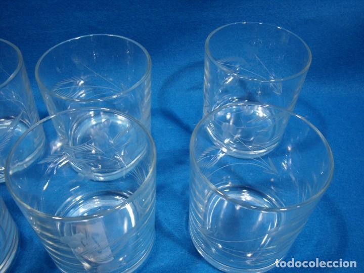 Antigüedades: Juego Whisky cristal tallado a mano 12 vasos y cubitera de VG Italia, años 80 Nuevo sin usar. - Foto 11 - 249550250