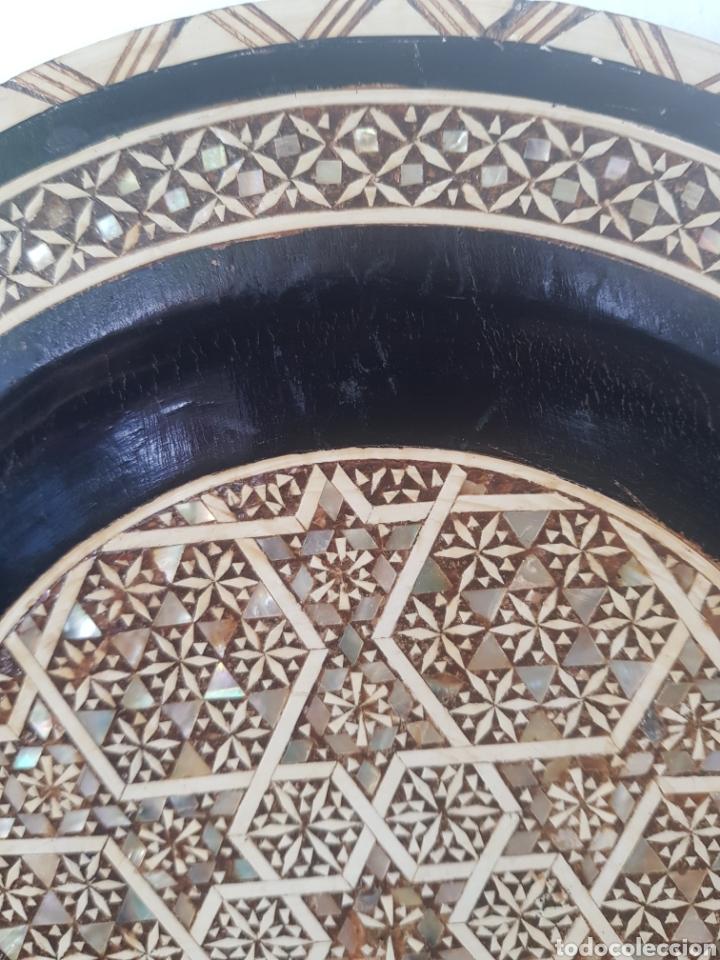 Antigüedades: PLATO MADERA INCRUSTACIONES HUESO Y NACAR EGIPTO S.XX - Foto 3 - 250169850