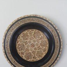 Antigüedades: PLATO MADERA INCRUSTACIONES HUESO Y NACAR EGIPTO S.XX. Lote 250169850