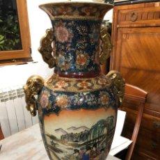 Antigüedades: IMPRESIONANTE JARRON DE PORCELANA SATSUMA DECORADO BELLAMENTE CON ESCENAS JAPONESAS TRADICIONALES. Lote 250236720