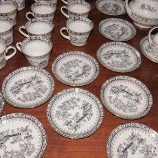 Antigüedades: SE VENDE JUEGO CAFÉ PORCELANA SANTA CLARA 26 PIEZAS. DOBLE FILO ORO.. Lote 250237195