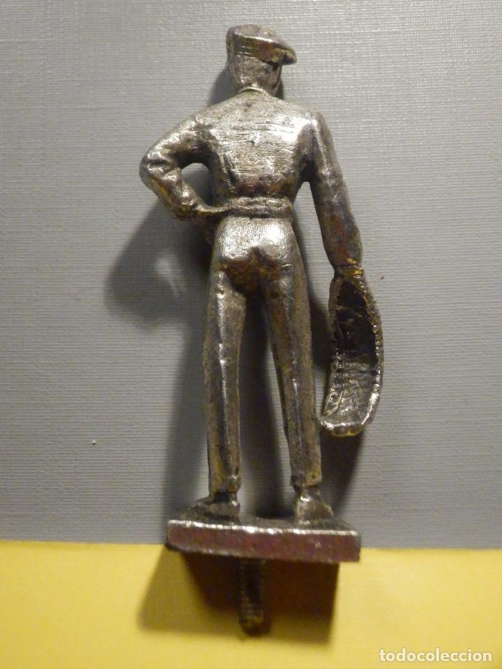 Antigüedades: Figura metálica - Pelotari - 6 cm + peana y tornillo - 46 gr. - Frontón vasco - Foto 2 - 250279715