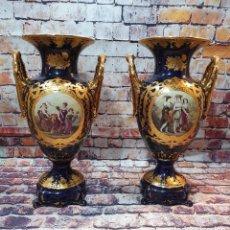 Antigüedades: PAREJA DE JARRONES PORCELANA RETIER. Lote 250283725