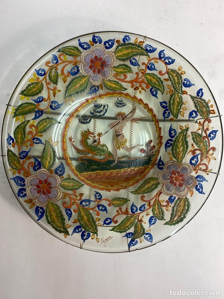 *PLATO DE CRISTAL PINTADO A MANO, FIRMADO CIRERA. S.XIX. (Antigüedades - Cristal y Vidrio - Catalán)