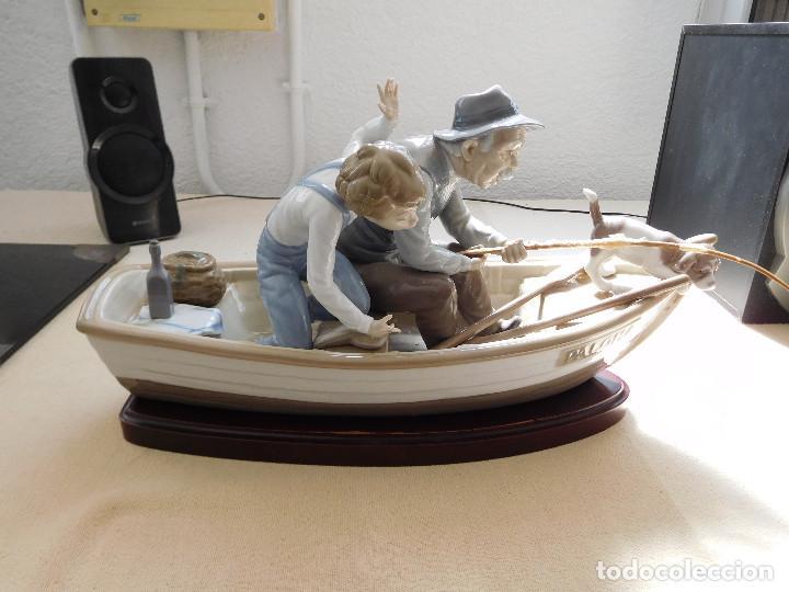 Antigüedades: Lladró barca Paloma con abuelo pescando, niño y perro - Foto 2 - 250313405