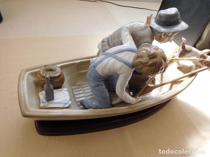 Antigüedades: Lladró barca Paloma con abuelo pescando, niño y perro - Foto 3 - 250313405