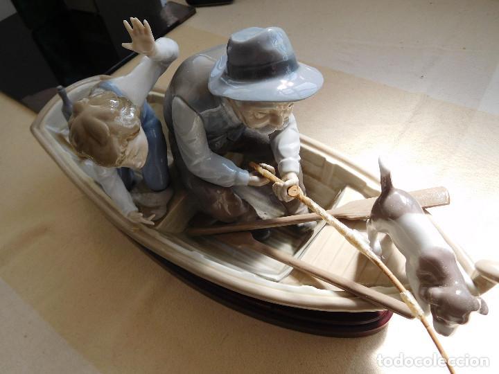Antigüedades: Lladró barca Paloma con abuelo pescando, niño y perro - Foto 5 - 250313405