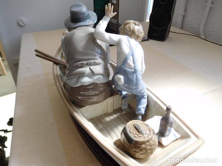 Antigüedades: Lladró barca Paloma con abuelo pescando, niño y perro - Foto 14 - 250313405