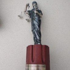 Antigüedades: ESCULTURA LA JUSTICIA EN PLATA. Lote 250319585