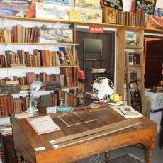Antigüedades: PRECIOSO ESCRITORIO ANTIGUO DE MADERA DE PINO.. Lote 250320700