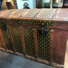 Antigüedades: ANTIGUO BAUL ALCON EN MADERA Y METAL PINTADO A MANO - MEDIDA 93X51X57 CM. Lote 250339610
