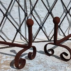Antigüedades: ANTIGUOS MORILLOS DE BOLA EN HIERRO FORJA PARA CHIMENEA BAUL ARCA .... Lote 250394540