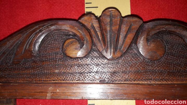 Antigüedades: antiguo copete tallado en castaño - Foto 2 - 251006995
