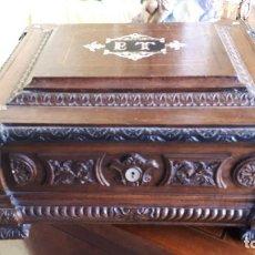 Antigüedades: CAJA CON APERTURA SECRETA. Lote 251061165