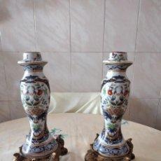 Antigüedades: PRECIOSA PAREJA DE CANDELABROS DE PORCELANA CRAQUELADA XIONG YING,BASE DE RESINA. Lote 251062275