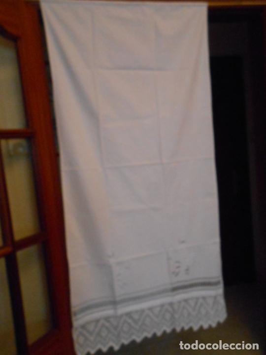 Antigüedades: Panel cortina, bordado a mano y ganchillo.ALGODON BLANCO 80 x 160 cm. Nuevo - Foto 18 - 250237330