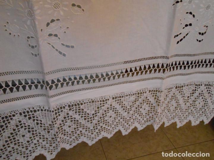Antigüedades: Panel cortina, bordado a mano y ganchillo.ALGODON BLANCO 80 x 160 cm. Nuevo - Foto 20 - 250237330