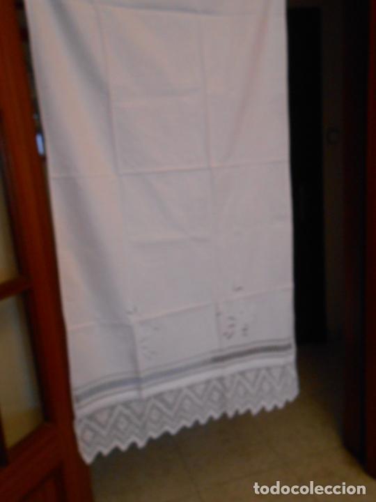 Antigüedades: Panel cortina, bordado a mano y ganchillo.ALGODON BLANCO 80 x 160 cm. Nuevo - Foto 21 - 250237330