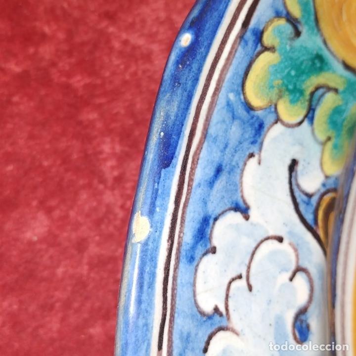 Antigüedades: 3 PLATOS DE TALAVERA. FIRMADOS NIVEIRO. CERÁMICA ESMALTADA. SIGLO XX - Foto 3 - 251137100