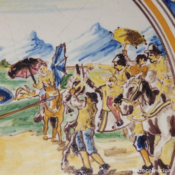 Antigüedades: 3 PLATOS DE TALAVERA. FIRMADOS NIVEIRO. CERÁMICA ESMALTADA. SIGLO XX - Foto 5 - 251137100