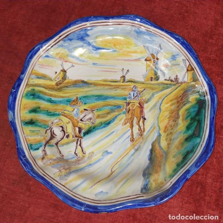 Antigüedades: 3 PLATOS DE TALAVERA. FIRMADOS NIVEIRO. CERÁMICA ESMALTADA. SIGLO XX - Foto 16 - 251137100