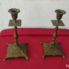Antiguidades: PAREJAS DE CANDELABROS DE BRONCE. Lote 251176085