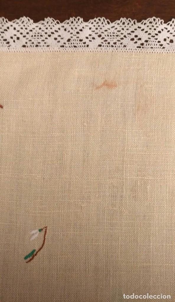 Antigüedades: Tp 51 Tapete rectangular / mantel individual beige bordado y engalanado puntilla blanca 54cm x 30cm - Foto 6 - 251227690