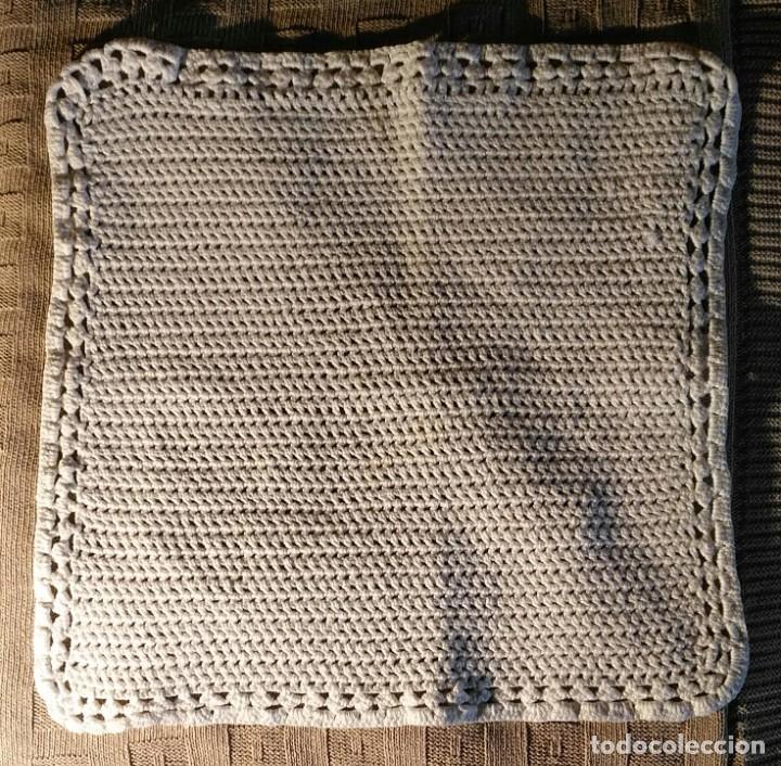 Antigüedades: Tp 54 Tapete ganchillo blanco roto cuadrado - 35cm x 35cm - Foto 3 - 251390755
