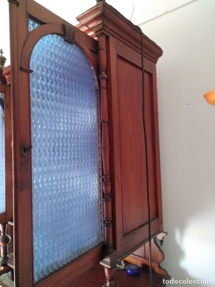 Antigüedades: Impresionante mueble en dos cuerpos con aparador y vitrina estilo Isabelino.Muy buen estado. - Foto 3 - 251391305