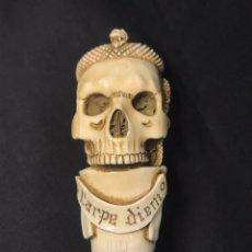 "Antigüedades: BASTON DE MARFIL ""CARPE DIEM"". Lote 251498510"