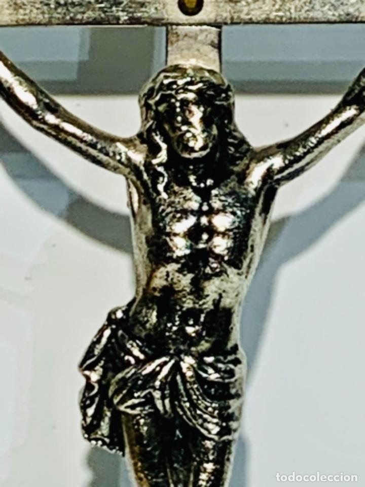 Antigüedades: Crucifijo inclinado metal plateado sobre peana madera ebonizada. 21 cm. 1era mitad/med. SXX - Foto 4 - 251505435
