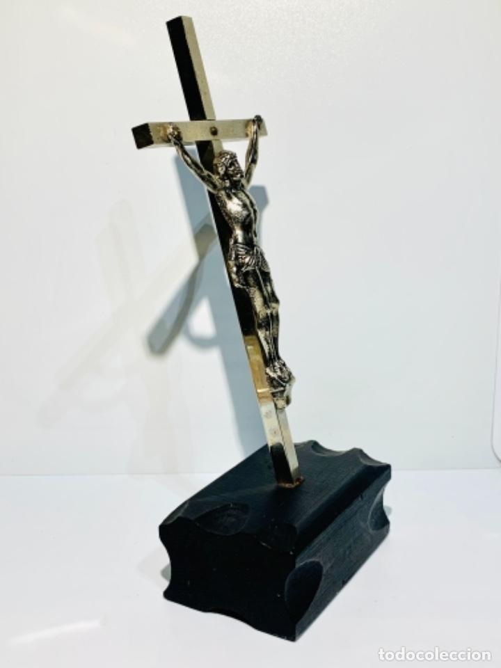 Antigüedades: Crucifijo inclinado metal plateado sobre peana madera ebonizada. 21 cm. 1era mitad/med. SXX - Foto 11 - 251505435