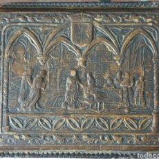 Antigüedades: BONITA CIGARRERAS DE MEDIADOS SIGLO XX EN CUERO REPUJADO. Lote 251513285