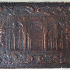 Antigüedades: CIGARRERA DE MEDIADOS DE DIGLOXX EN CUERO REPUJADO. Lote 251513640