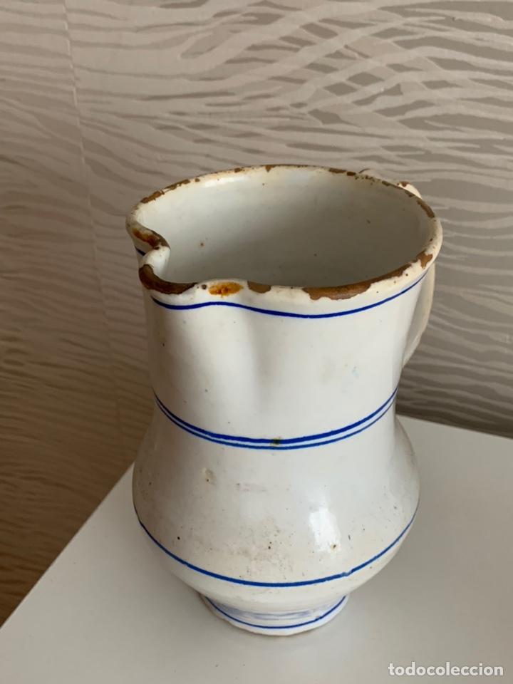 Antigüedades: Antigua JARRA de MANISES. Blanca y ribetes azules. Siglo XVIII-XIX. - Foto 2 - 251536530