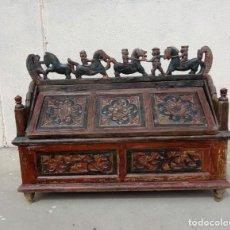 Antigüedades: ARCON ANTIGUO BALINES, MADERA TALLADA Y POLICROMADA, CABALLOS Y PERSONAJES. Lote 251550670