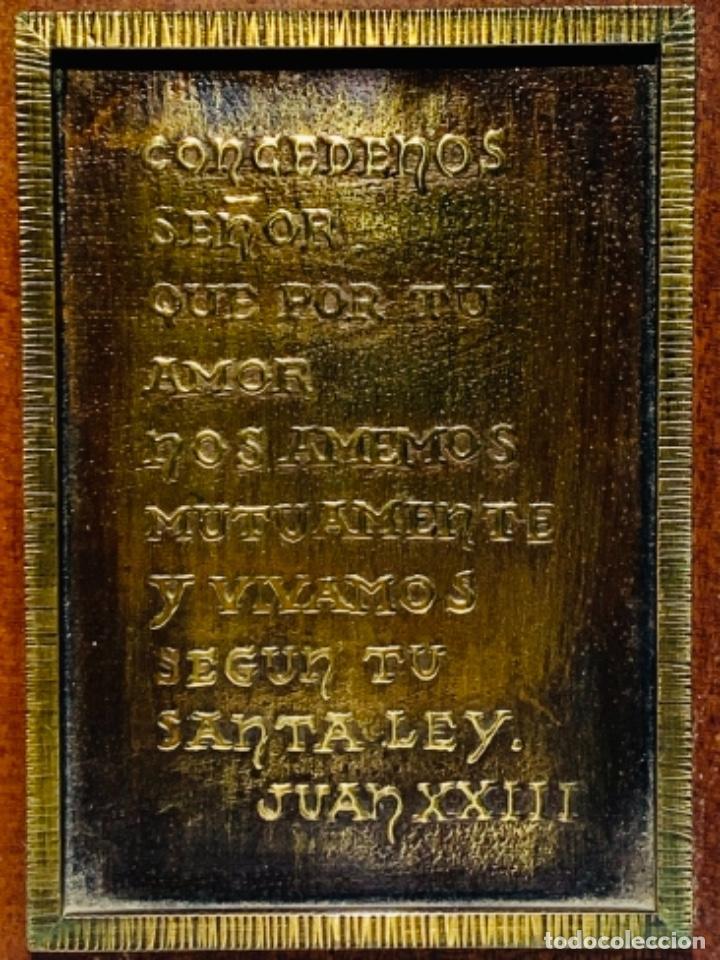 Antigüedades: Gran pieza madera con Cruz. Inscripción Papa Juan XXIII. Advocación Virgen Lourdes. Ppios. 60 - Foto 3 - 251569105