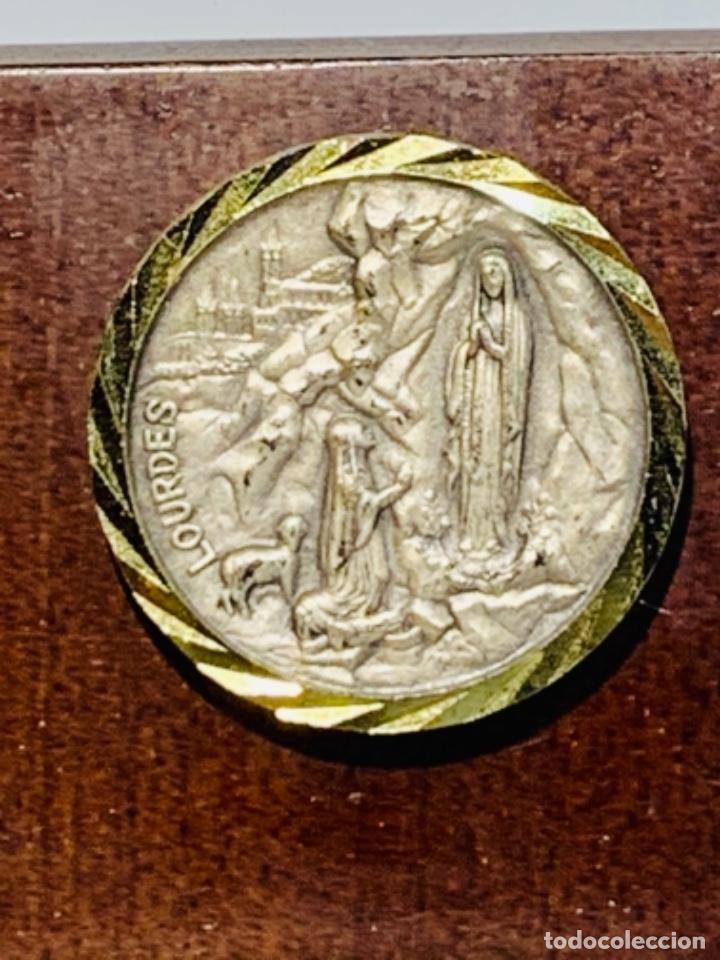 Antigüedades: Gran pieza madera con Cruz. Inscripción Papa Juan XXIII. Advocación Virgen Lourdes. Ppios. 60 - Foto 6 - 251569105