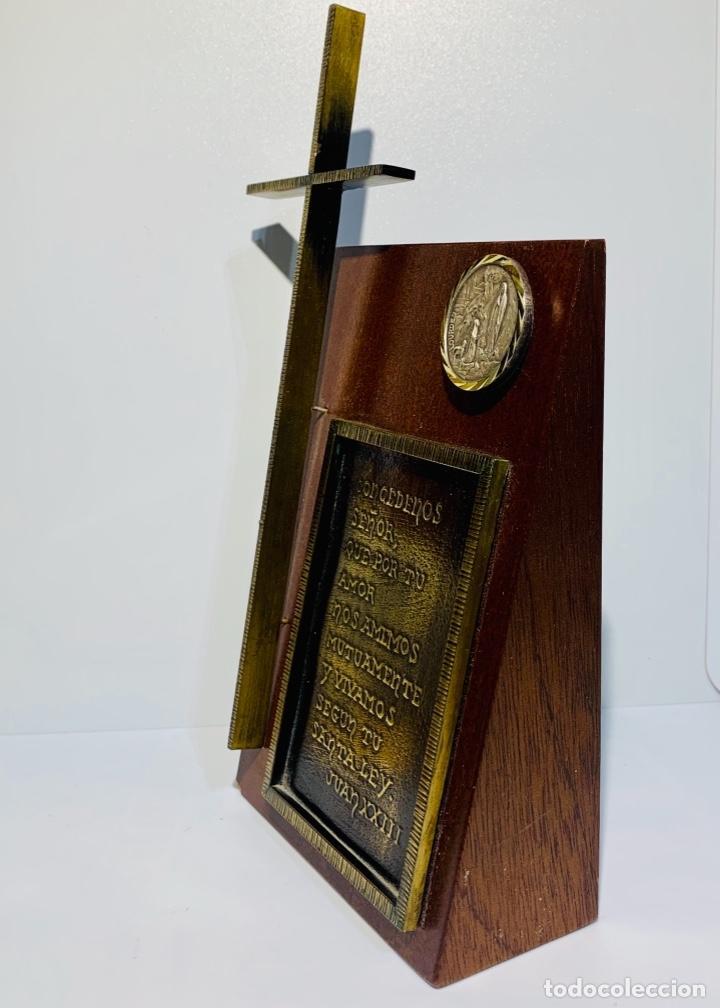 Antigüedades: Gran pieza madera con Cruz. Inscripción Papa Juan XXIII. Advocación Virgen Lourdes. Ppios. 60 - Foto 7 - 251569105