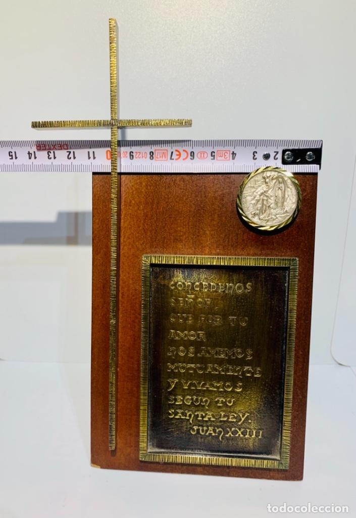 Antigüedades: Gran pieza madera con Cruz. Inscripción Papa Juan XXIII. Advocación Virgen Lourdes. Ppios. 60 - Foto 19 - 251569105