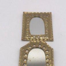 Antiquités: LOTE DE 2 ANTIGUOS ESPEJOS DE LATON AÑOS 80. Lote 251587030