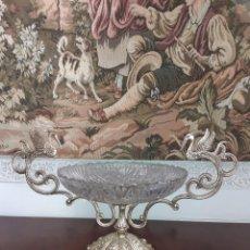 Antigüedades: GRAN CENTRO DE MESA EN BRONCE Y CRISTAL. Lote 251635420