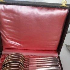 Antigüedades: MAGNICAO JUEGO DE 12 COCHARAS DE POSTRE SELADO GB.ES90.18 BANADAS A PLATA ANOS 20,30 CAJA ORIGINALE. Lote 251655330