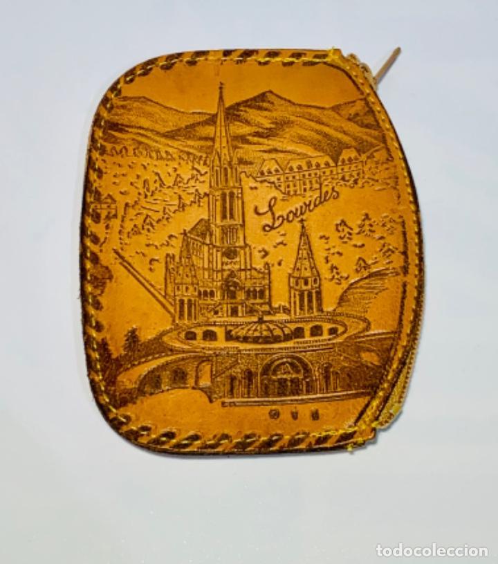 Antigüedades: Cartera Monedero. Cuero repujado. Cremallera. Santuario Virgen de Lourdes. Calidad. Impecable. - Foto 7 - 251719985
