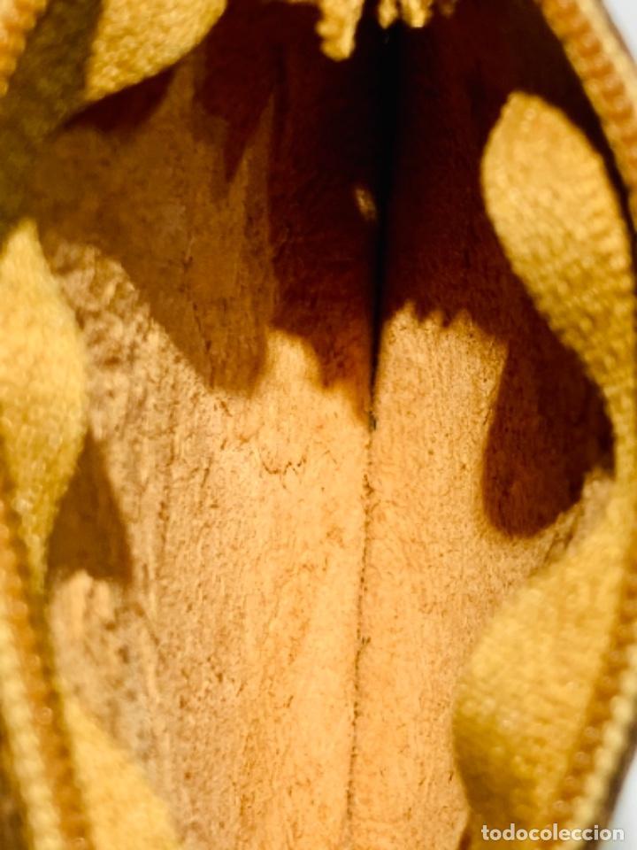 Antigüedades: Cartera Monedero. Cuero repujado. Cremallera. Santuario Virgen de Lourdes. Calidad. Impecable. - Foto 8 - 251719985