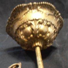 Antiguidades: 1 TAPACABLES, 1 FLORON MUY ANTIGUO DE BRONCE, LATON. Lote 251724330