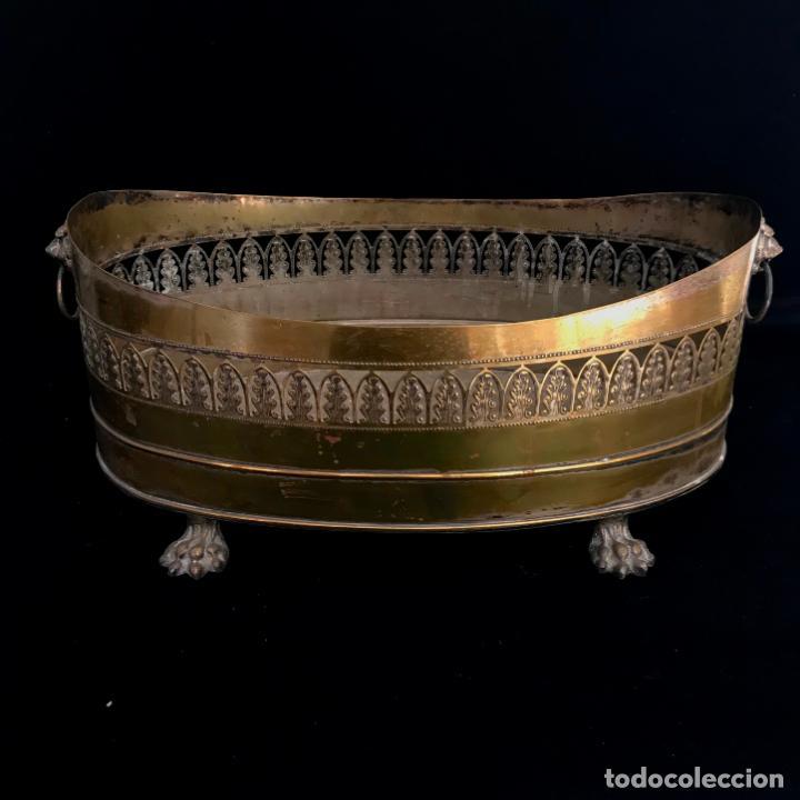 Antigüedades: Jardinera grande de metal o latón. 43 cm - Foto 2 - 251743985
