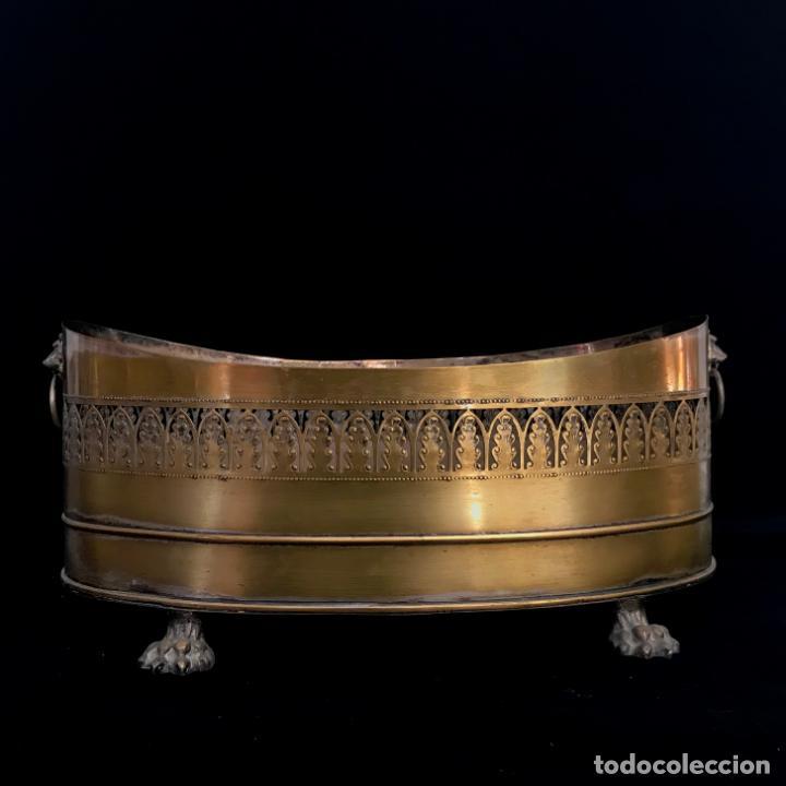 Antigüedades: Jardinera grande de metal o latón. 43 cm - Foto 3 - 251743985