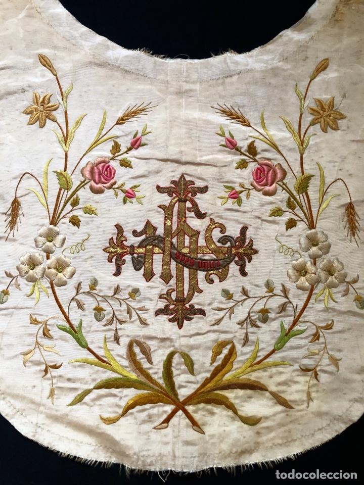 Antigüedades: Capillo bordado en oro y sedas de colores - Foto 4 - 251792455